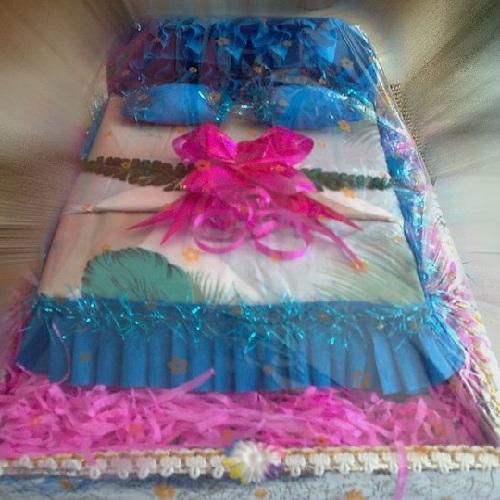 cara membuat parcel pernikahan dari selimut bentuk kasur sederhana